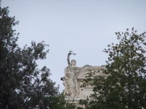 Möwe auf Statue